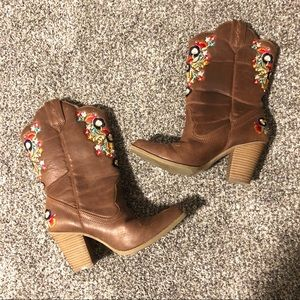 Betseyville embroidered brown cowboy boots